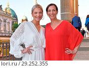 Valentina Pahde, Ulrike Frank at Burda-Sommerfest at Kronprinzenpalais... (2018 год). Редакционное фото, фотограф AEDT / WENN.com / age Fotostock / Фотобанк Лори