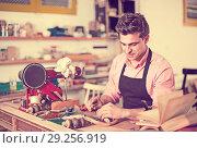 Купить «Carpenter working in studio», фото № 29256919, снято 8 апреля 2017 г. (c) Яков Филимонов / Фотобанк Лори