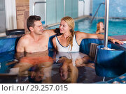 Купить «Woman with man are talking in pool», фото № 29257015, снято 18 июля 2017 г. (c) Яков Филимонов / Фотобанк Лори