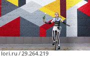 Купить «Girl clown with white rose riding a unicycle outdoors», видеоролик № 29264219, снято 19 октября 2018 г. (c) Алексей Кузнецов / Фотобанк Лори