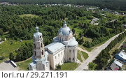Купить «View of white-stone Orthodox church of Life-Giving Trinity in Gus-Zhelezny, Ryazan region, Russia», видеоролик № 29271191, снято 28 июня 2018 г. (c) Яков Филимонов / Фотобанк Лори
