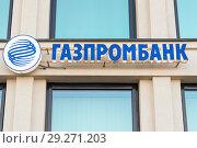 Купить «Газпромбанк. Рекламная вывеска», эксклюзивное фото № 29271203, снято 14 октября 2018 г. (c) Александр Щепин / Фотобанк Лори