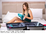 Купить «Young woman getting ready for summer vacation», фото № 29272543, снято 29 июня 2018 г. (c) Elnur / Фотобанк Лори