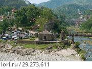 Вид на старинный каменный индуистский храм   в городе Манди. Химачал Прадеш, Индия (2011 год). Стоковое фото, фотограф Виктор Карасев / Фотобанк Лори