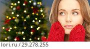 Купить «close up of woman in mittens over christmas tree», фото № 29278255, снято 10 октября 2010 г. (c) Syda Productions / Фотобанк Лори