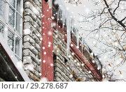 Купить «icicles on building or living house facade», фото № 29278687, снято 11 ноября 2016 г. (c) Syda Productions / Фотобанк Лори
