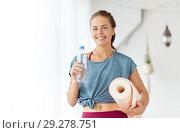 Купить «woman with bottle of water and mat at yoga studio», фото № 29278751, снято 21 июня 2018 г. (c) Syda Productions / Фотобанк Лори