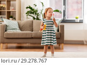 Купить «little girl blowing soap bubbles at home», фото № 29278767, снято 23 июля 2018 г. (c) Syda Productions / Фотобанк Лори