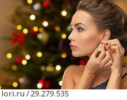 Купить «beautiful woman with diamond earring on christmas», фото № 29279535, снято 17 марта 2013 г. (c) Syda Productions / Фотобанк Лори