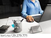 Купить «close up of businesswoman using computer mouse», фото № 29279771, снято 3 января 2018 г. (c) Syda Productions / Фотобанк Лори