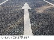 Купить «close up of arrow road surface marking on asphalt», фото № 29279927, снято 10 февраля 2018 г. (c) Syda Productions / Фотобанк Лори