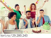 Купить «office team greeting colleague at birthday party», фото № 29280243, снято 3 сентября 2017 г. (c) Syda Productions / Фотобанк Лори