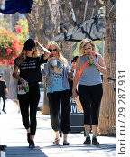 Miley Cyrus out and about in Studio City with her mother Tish Cyrus... (2018 год). Редакционное фото, фотограф WENN.com / age Fotostock / Фотобанк Лори