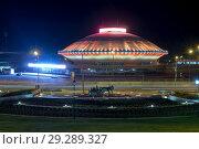 Купить «Площадь Миллениум и здание цирка в Казани», фото № 29289327, снято 9 октября 2018 г. (c) Владимир Макеев / Фотобанк Лори