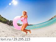 Купить «Happy girl jumping spending vacation on the beach», фото № 29295223, снято 23 июля 2018 г. (c) Сергей Новиков / Фотобанк Лори