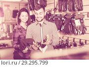 Купить «Couple deciding on protective gloves», фото № 29295799, снято 8 марта 2017 г. (c) Яков Филимонов / Фотобанк Лори