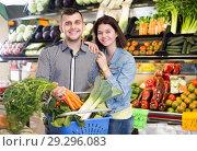 Купить «Couple choosing vegetables», фото № 29296083, снято 18 марта 2017 г. (c) Яков Филимонов / Фотобанк Лори