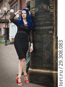 Купить «Rock girl with blue hair on a city street», фото № 29308083, снято 25 июня 2018 г. (c) Дмитрий Черевко / Фотобанк Лори