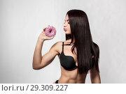 Купить «Beauty fashion model girl taking colorful donuts», фото № 29309227, снято 4 октября 2018 г. (c) Restyler Viacheslav / Фотобанк Лори