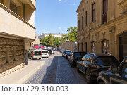 Купить «Улица Старого города. Баку. Азербайджан», фото № 29310003, снято 22 сентября 2017 г. (c) Евгений Ткачёв / Фотобанк Лори