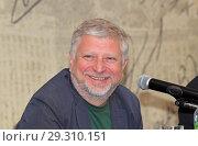 Улыбка радиоведущего. Гия Саралидзе (2018 год). Редакционное фото, фотограф Сергей Соболев / Фотобанк Лори