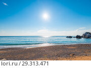 Купить «A bright midday sun over clear sea water, a view of the horizon. Seascape», фото № 29313471, снято 7 ноября 2017 г. (c) Константин Лабунский / Фотобанк Лори