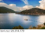 Купить «Boat in Marmaris Bay, Turkey», фото № 29314179, снято 13 октября 2018 г. (c) Юлия Кузнецова / Фотобанк Лори