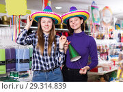 Купить «Portrait of ordinary comically dressed girls», фото № 29314839, снято 15 марта 2018 г. (c) Яков Филимонов / Фотобанк Лори