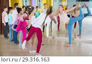 Купить «Teenagers with choreographer doing leg-split and crab position», фото № 29316163, снято 3 марта 2018 г. (c) Яков Филимонов / Фотобанк Лори