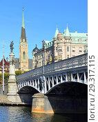 Купить «Oscar's church (Oscarskyrkan) 1903 and Yurgordsbrun beautiful arch bridge (1897) to island Yuogorden. Stockholm, Sweden», фото № 29317115, снято 25 сентября 2018 г. (c) Валерия Попова / Фотобанк Лори