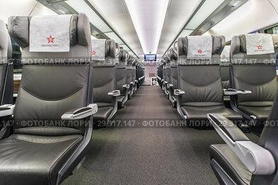 Интерьер второго этажа вагона бизнес-класса «Аэроэкспресса»