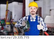 Working man practicing with power jigsaw. Стоковое фото, фотограф Яков Филимонов / Фотобанк Лори