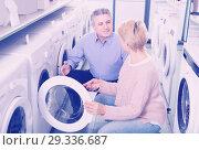Купить «happy mature couple chooses washing machine for their house in shop of household appliances», фото № 29336687, снято 27 марта 2019 г. (c) Яков Филимонов / Фотобанк Лори