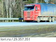Delivery track speeding on a highway. Стоковое фото, фотограф Ivan Vdovin / age Fotostock / Фотобанк Лори