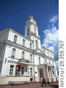 Купить «Здание городской ратуши в исторической части Витебска, Беларусь», фото № 29359767, снято 8 июля 2016 г. (c) Free Wind / Фотобанк Лори