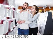 Купить «couple choosing bathroom sink», фото № 29366995, снято 2 февраля 2018 г. (c) Яков Филимонов / Фотобанк Лори