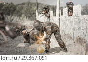 Купить «Portrait of young woman in full gear playing paintball on open b», фото № 29367091, снято 22 сентября 2018 г. (c) Яков Филимонов / Фотобанк Лори