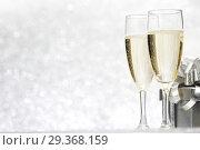 Купить «Champagne and present», фото № 29368159, снято 19 октября 2013 г. (c) Иван Михайлов / Фотобанк Лори