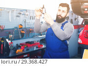Купить «attentive man worker working at restoring motorbike in workshop», фото № 29368427, снято 11 декабря 2018 г. (c) Яков Филимонов / Фотобанк Лори