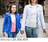 Купить «Mother and daughter walking», фото № 29368459, снято 15 декабря 2018 г. (c) Яков Филимонов / Фотобанк Лори
