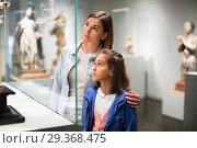 Купить «Mother and daughter regarding ancient statues», фото № 29368475, снято 16 декабря 2018 г. (c) Яков Филимонов / Фотобанк Лори