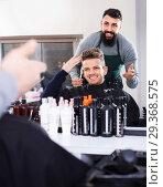 Купить «Client making specifications about haircut», фото № 29368575, снято 27 января 2017 г. (c) Яков Филимонов / Фотобанк Лори