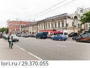 Купить «Старая Басманная улица и площадь Разгуляй», эксклюзивное фото № 29370055, снято 8 июня 2010 г. (c) Алёшина Оксана / Фотобанк Лори
