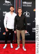 Купить «2018 Billboard Music Awards at MGM Grand Garden Arena on May 20, 2018 in Las Vegas, NV Featuring: Chainsmokers, Alex Pall, Andrew Taggart Where: Las Vegas...», фото № 29374839, снято 20 мая 2018 г. (c) age Fotostock / Фотобанк Лори