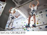 Купить «Мальчик и девочка балансируют на веревке», фото № 29382819, снято 7 октября 2018 г. (c) Кекяляйнен Андрей / Фотобанк Лори
