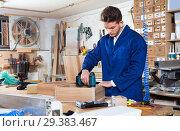 Купить «Male worker finishing to drill drawer», фото № 29383467, снято 7 ноября 2016 г. (c) Яков Филимонов / Фотобанк Лори
