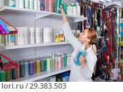 Купить «Young woman seller showing types of pet shampoo», фото № 29383503, снято 15 ноября 2018 г. (c) Яков Филимонов / Фотобанк Лори