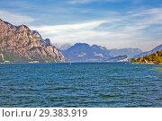 Купить «Озеро Гарда и Альпы. Мальчезине. Италия», фото № 29383919, снято 11 сентября 2018 г. (c) Сергей Афанасьев / Фотобанк Лори