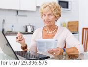 Купить «Woman searching on internet», фото № 29396575, снято 11 июля 2018 г. (c) Яков Филимонов / Фотобанк Лори