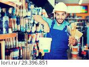 Купить «master with picked paint and brushes», фото № 29396851, снято 13 сентября 2017 г. (c) Яков Филимонов / Фотобанк Лори